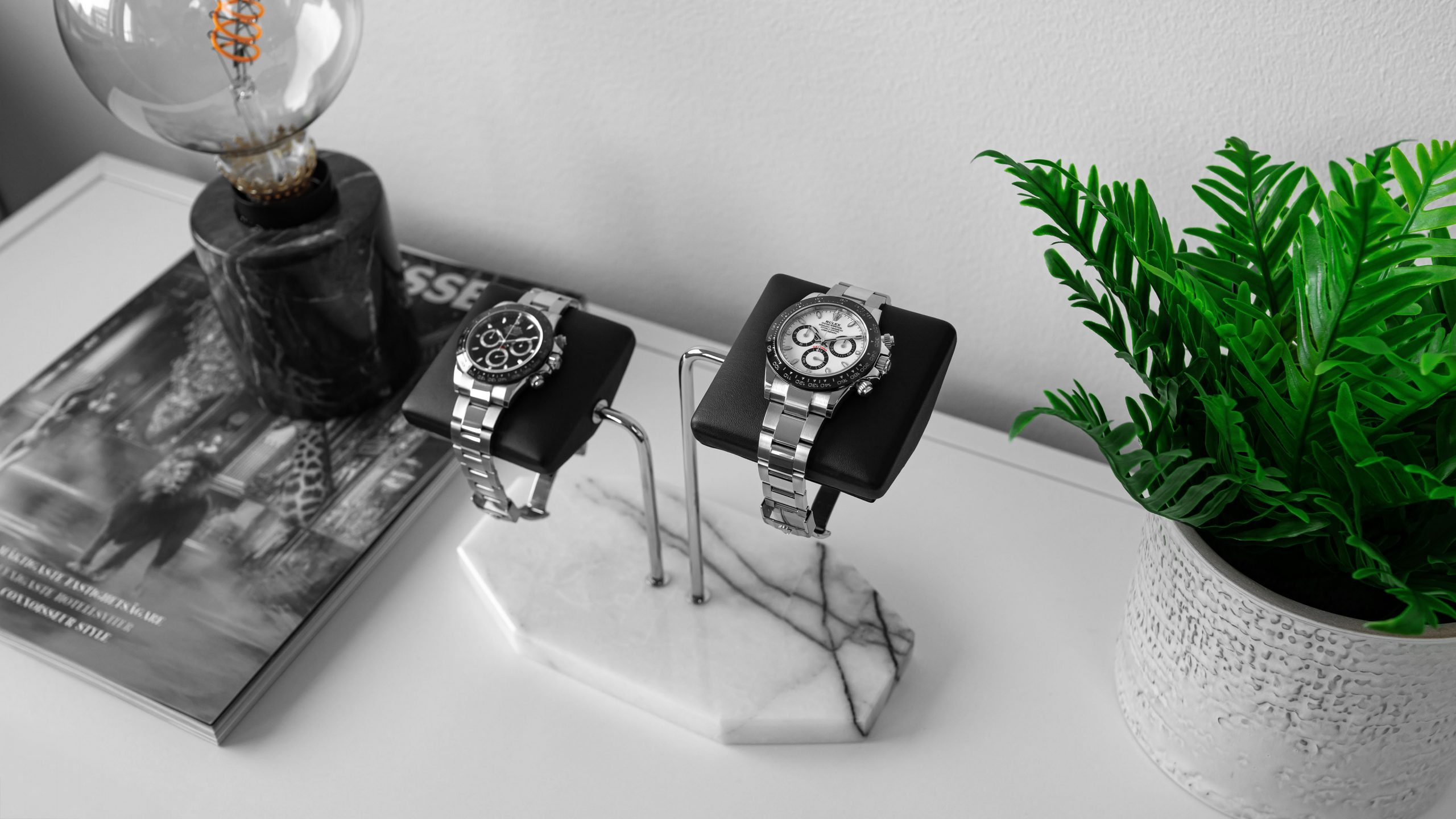 IFLW Watch Stand for two watches with black leather cushion and Milas Lilac marble base